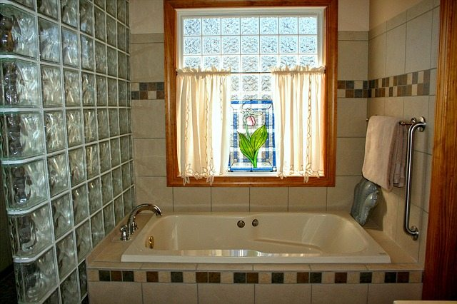 bathtub-54587_640