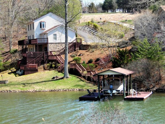 2 story lake home with wonderful living space smith for 2 story lake house